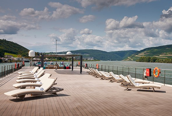 Crystal-Bach-Vista-Deck-with-Scenery.jpg