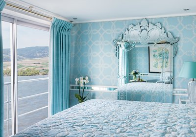 River Countess Suite (décor may vary)